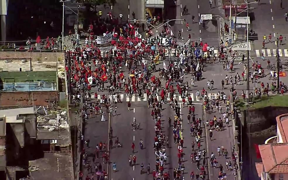 Protesto contra Bolsonaro no Recife — Foto: Reprodução/YouTube