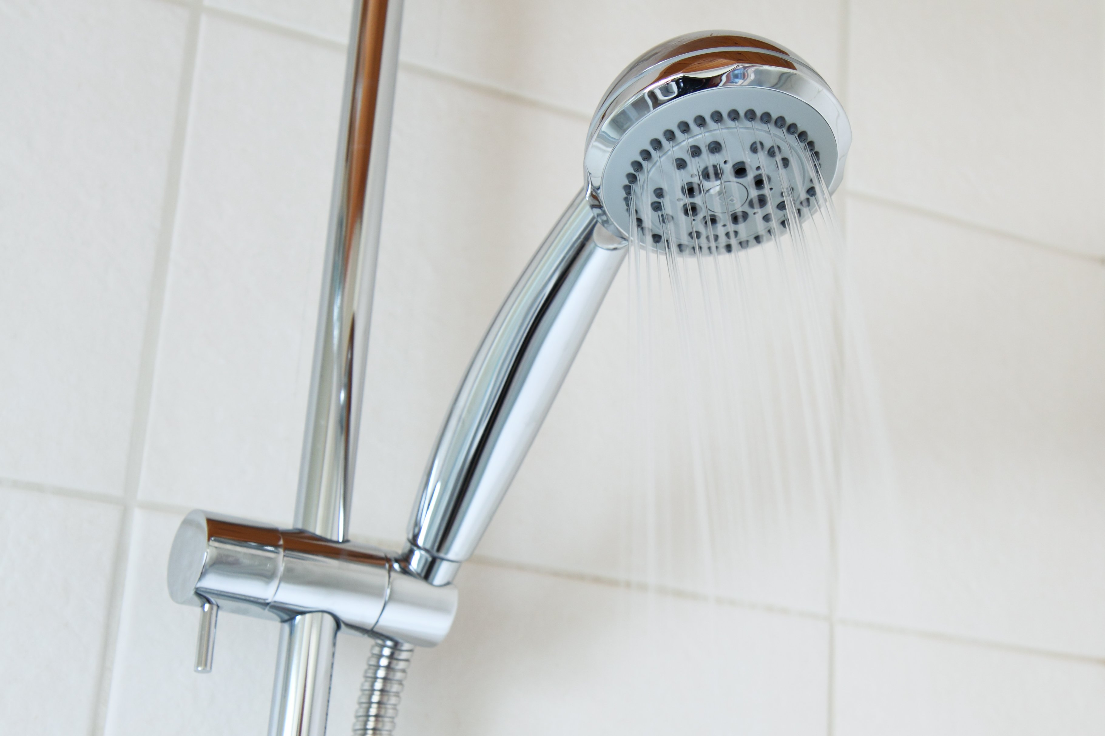 Para um banho quente e confortável no inverno, é preciso observar o funcionamento correto do aquecedor de passagem. Foto: Pixabay