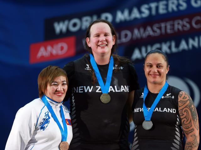 Laura Hubbard e as adversárias que venceu numa competição internacional