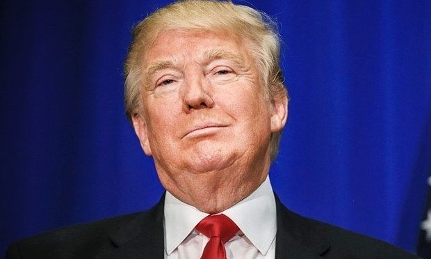 Facebook suspende ex-presidente Donald Trump por dois anos