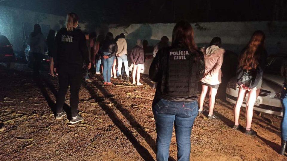 Polícia prende grupo relapso em organização de festas clandestinas na RMC