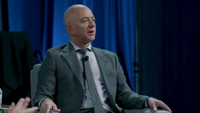 Jeff Bezos anunciou que vai viajar ao espaço na primeira viagem tripulada da Blue Origin