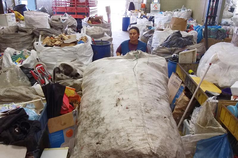 Barracões de recicláveis auxiliam a garantir que os resíduos tenham uma destinação final adequada.