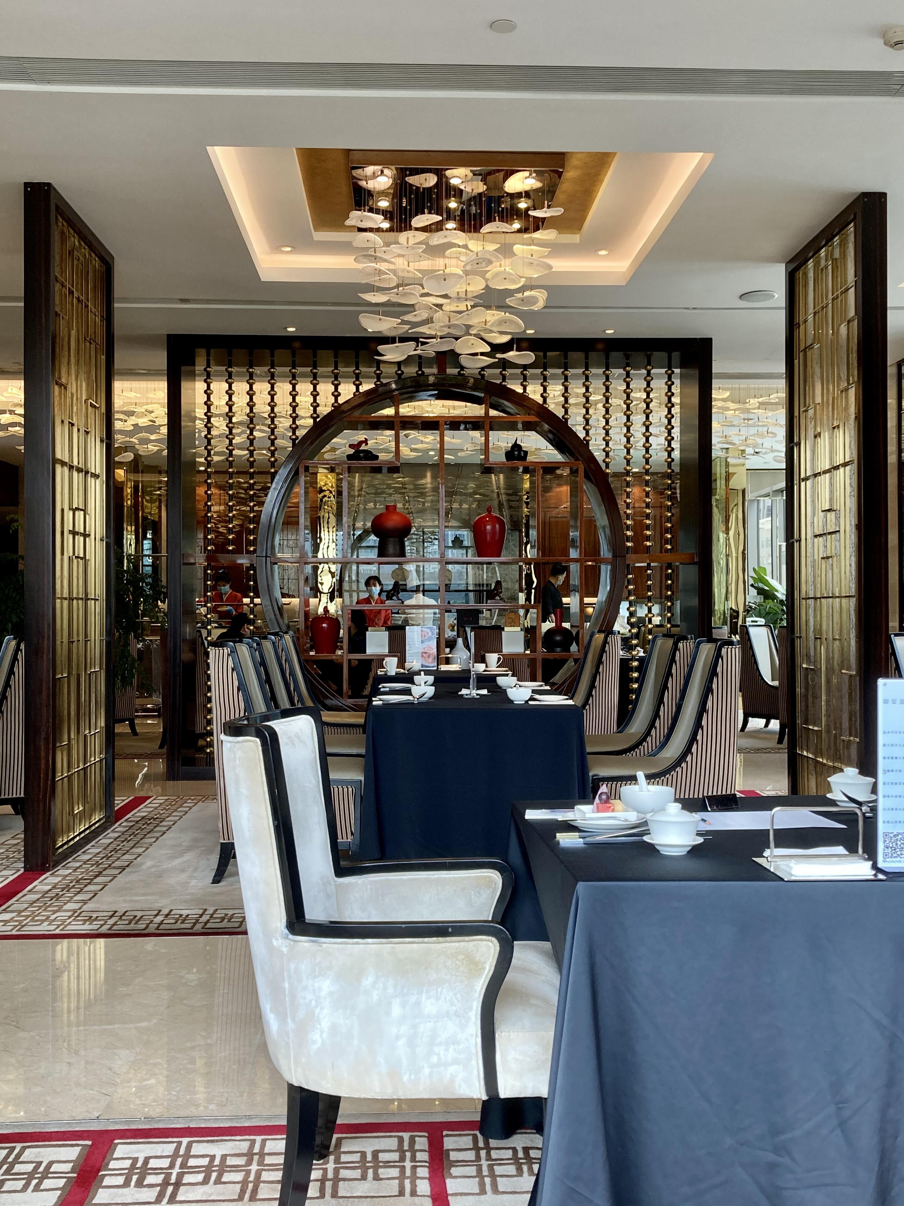 Na China, os restaurantes, dos mais tradicionais e estilosos aos mais modestos, todos praticam de forma massiva a venda de vouchers promocionais antecipados para suas refeições e happy hours