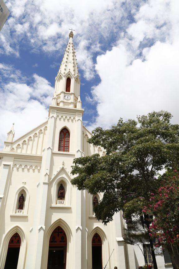 Igreja Bom Jesus dos Perdões é um dos melhores exemplares do neogótico em Curitiba.