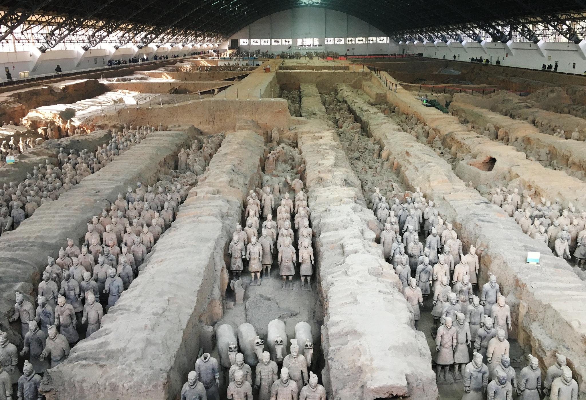 Muitos, logo que ouvem sobre a Xi án, rementem seus pensamentos e desejos a conhecerem um dos pontos turísticos mais famosos da China, os Guerreiros de Terracota
