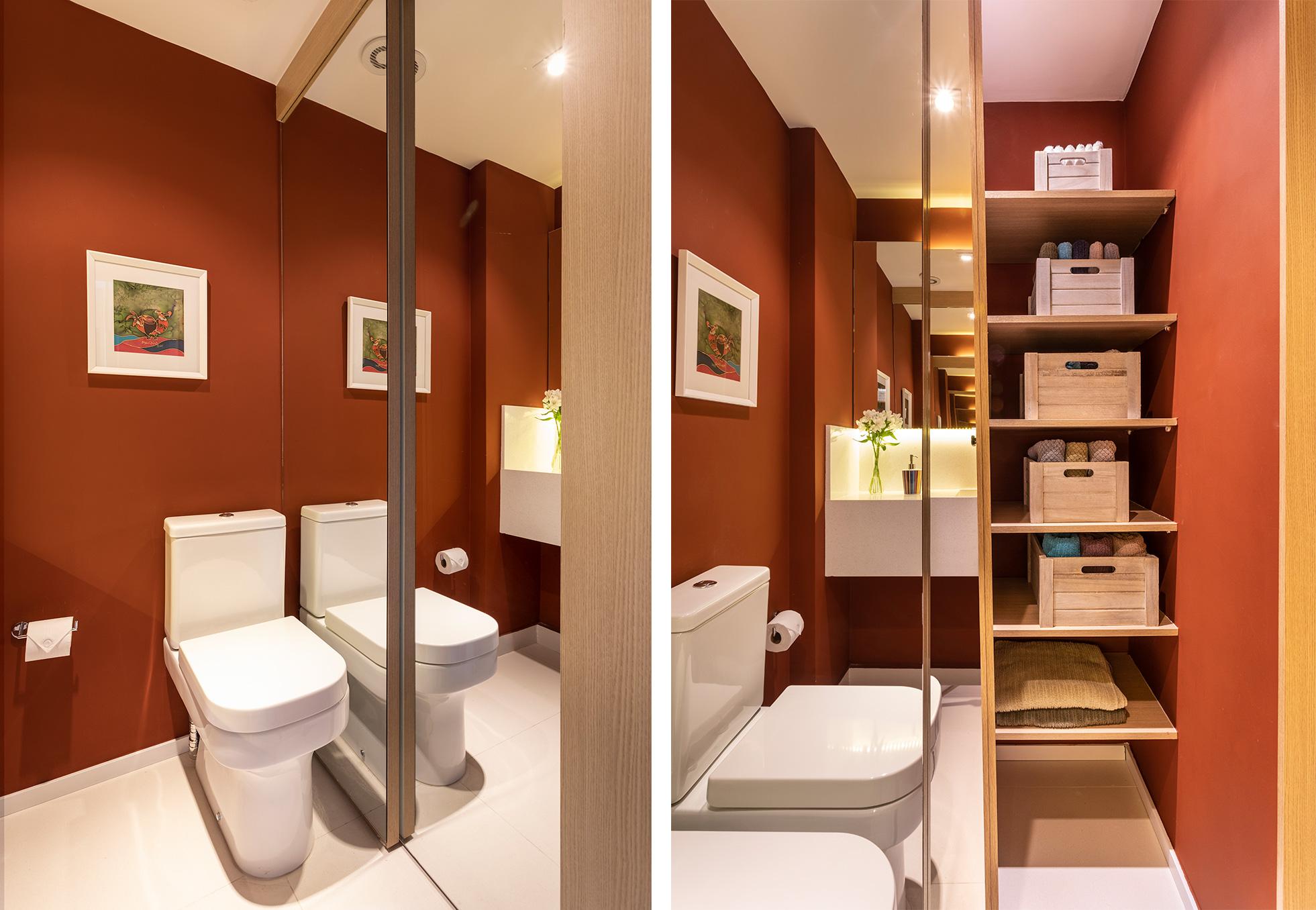 Banheiro foi transformado em lavabo, e área do box foi substituída por porta de correr revestida com espelho que esconde um armário.