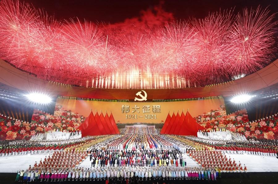 """Espetáculo """"A Grande Jornada"""", comemorando os 100 anos do Partido Comunista Chinês"""