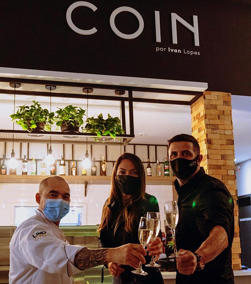 Ivan Lopes, Nani Matias e Marcos Almeida (Mufs) brindando o nascimento do Coin.