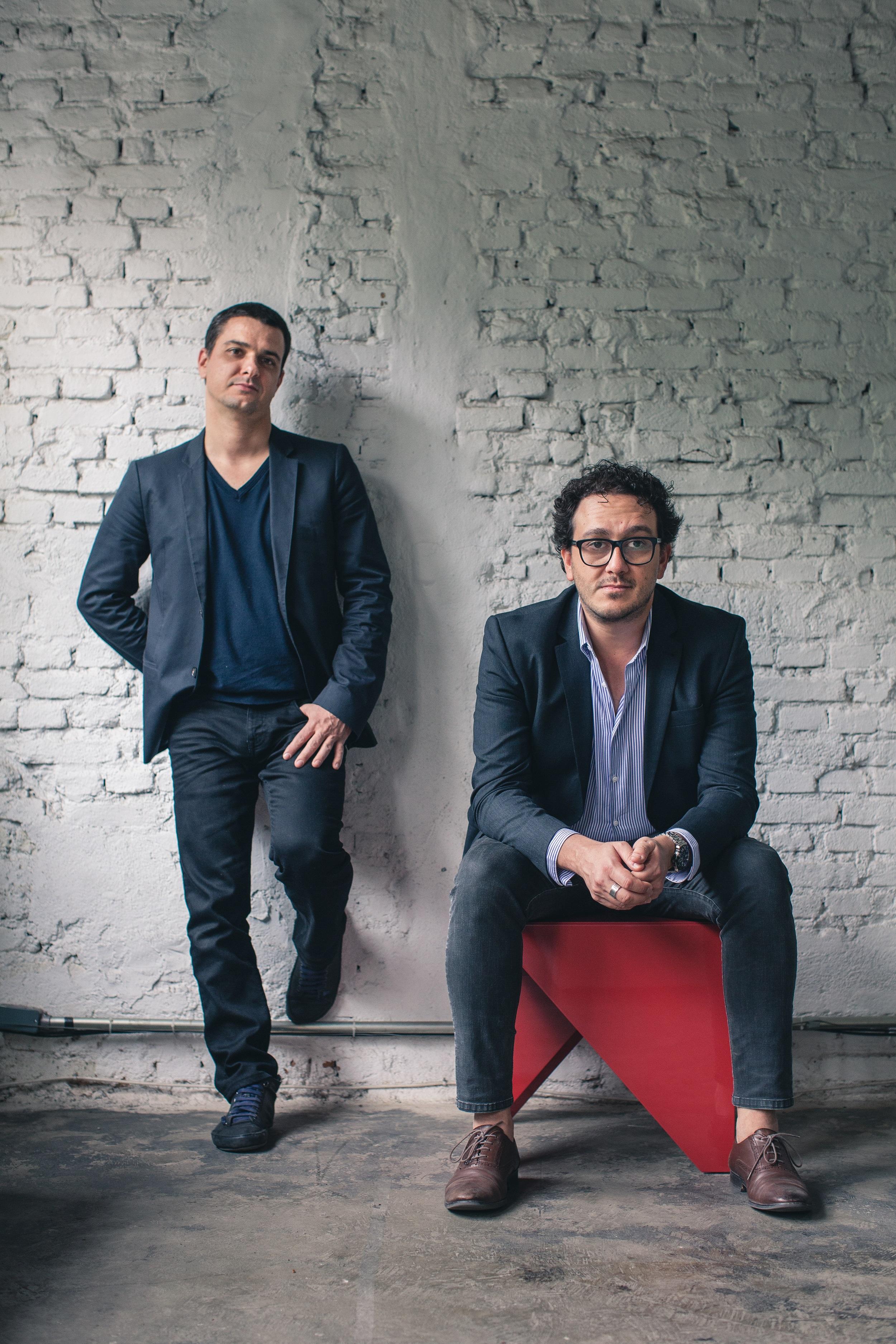 Flavio Borsato e Maurício Lamosa, arquitetos e proprietários do Estudiobola.