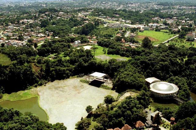 Complexo Parque das Pedreiras, que passará a se chamar Parque Jaime Lerner, engloba a Ópera de Arame, a Pedreira Paulo Leminski e o Farol da Cidade.