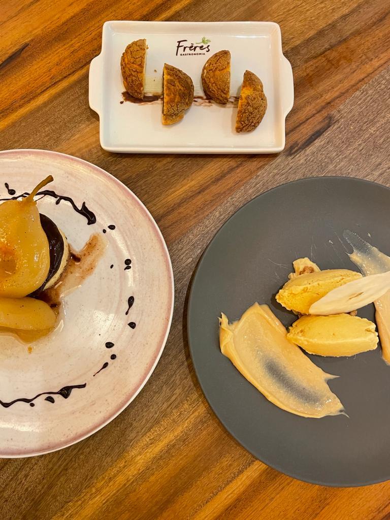 Choux au Craquelin, peras temperadas e creme de Amarula são opções de sobremesas. Foto: Gisele Rech