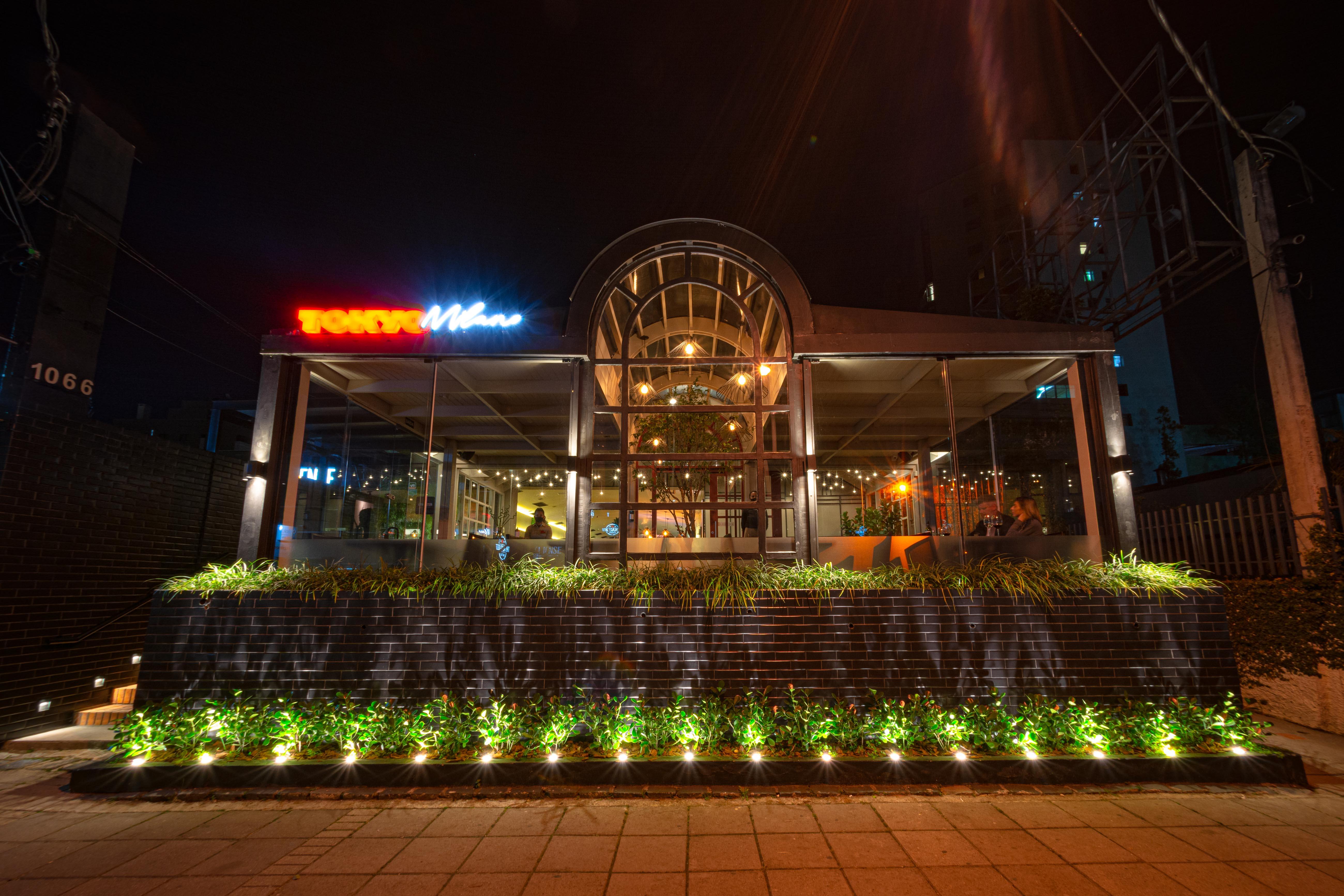 A fachada do restaurante Tokyo Milano, no Bigorrilho. Nova opção de comida japonesa em Curitiba.