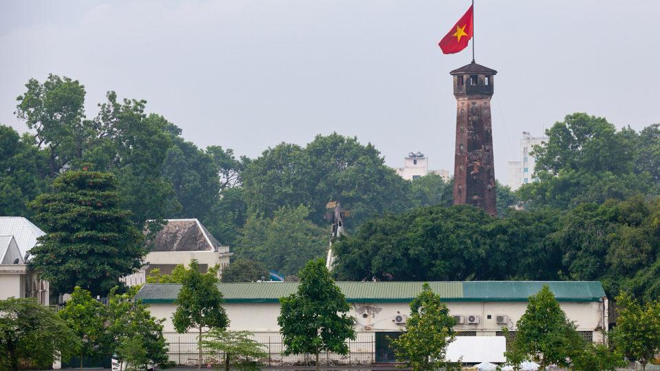 A Torre da Bandeira de Hanói, no Vietnã, que é um dos símbolos da cidade.