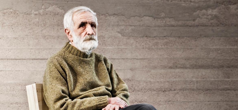 O designer Enzo Mari teve peças de destaque, como a bandeja Putrella, a cadeira Delfina e cadeira Mariolina.