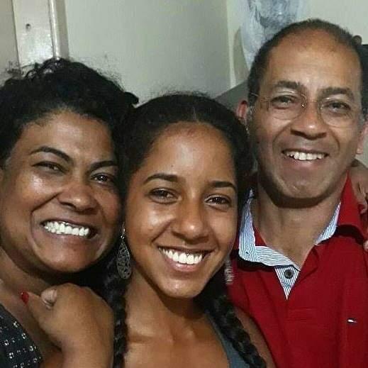 Cristina e o marido Luiz, tendo ao meio a filha única do casal, Cristiane