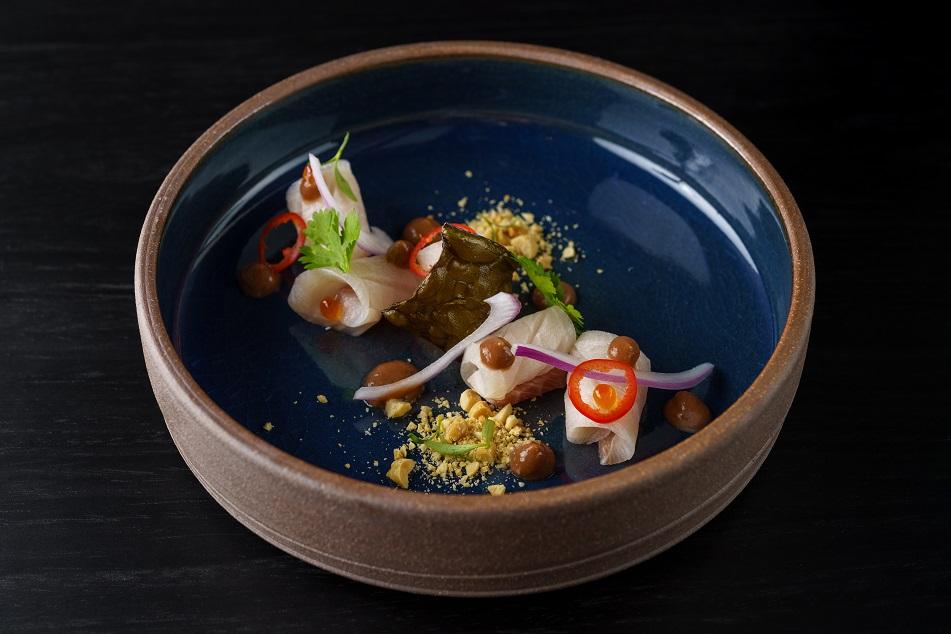 Kinilaw, o prato de inspiração filipina, no menu do Kazuo.