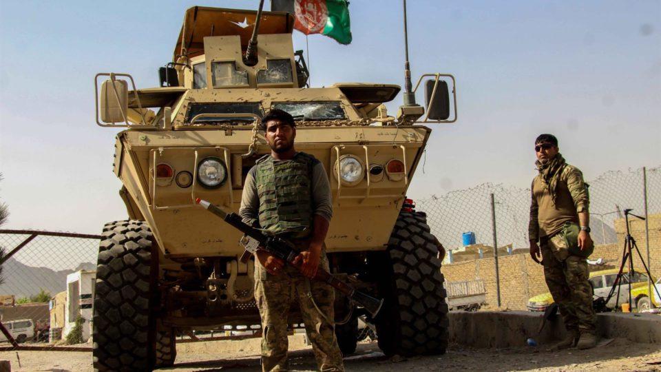 Forças de segurança do Afeganistão posicionadas perto de Spin Boldak, na fronteira com o Paquistão, 14 de julho. O Talibã tomou o controle de uma passagem crucial entre os dois países