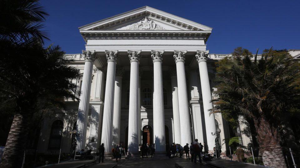 O antigo Congresso do Chile em Santiago, onde se realizam as sessões da Convenção Constitucional do país, em 7 de julho, dia da primeira sessão da convenção