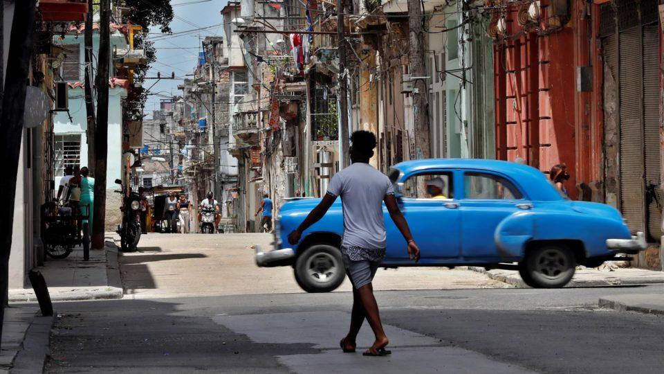 Vista geral de uma rua tradicional da velha Havana, Cuba, em 15 de julho de 2021
