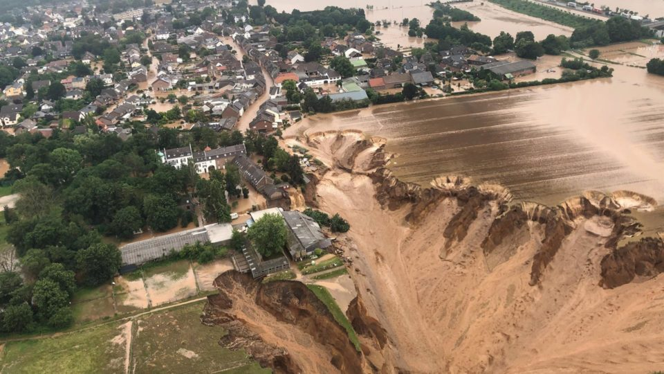 Grande deslizamento de terra após inundações em Erftstadt-Blessem, Alemanha, em 16 de julho de 2021