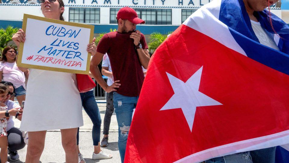 Cubanos-americanos fazem manifestação em apoio aos protestos contra a ditadura em Cuba, Miami (EUA), 15 de julho