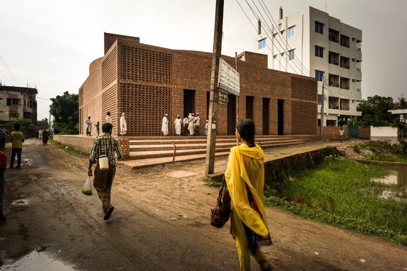 Fachada da mesquita em Dhaka.