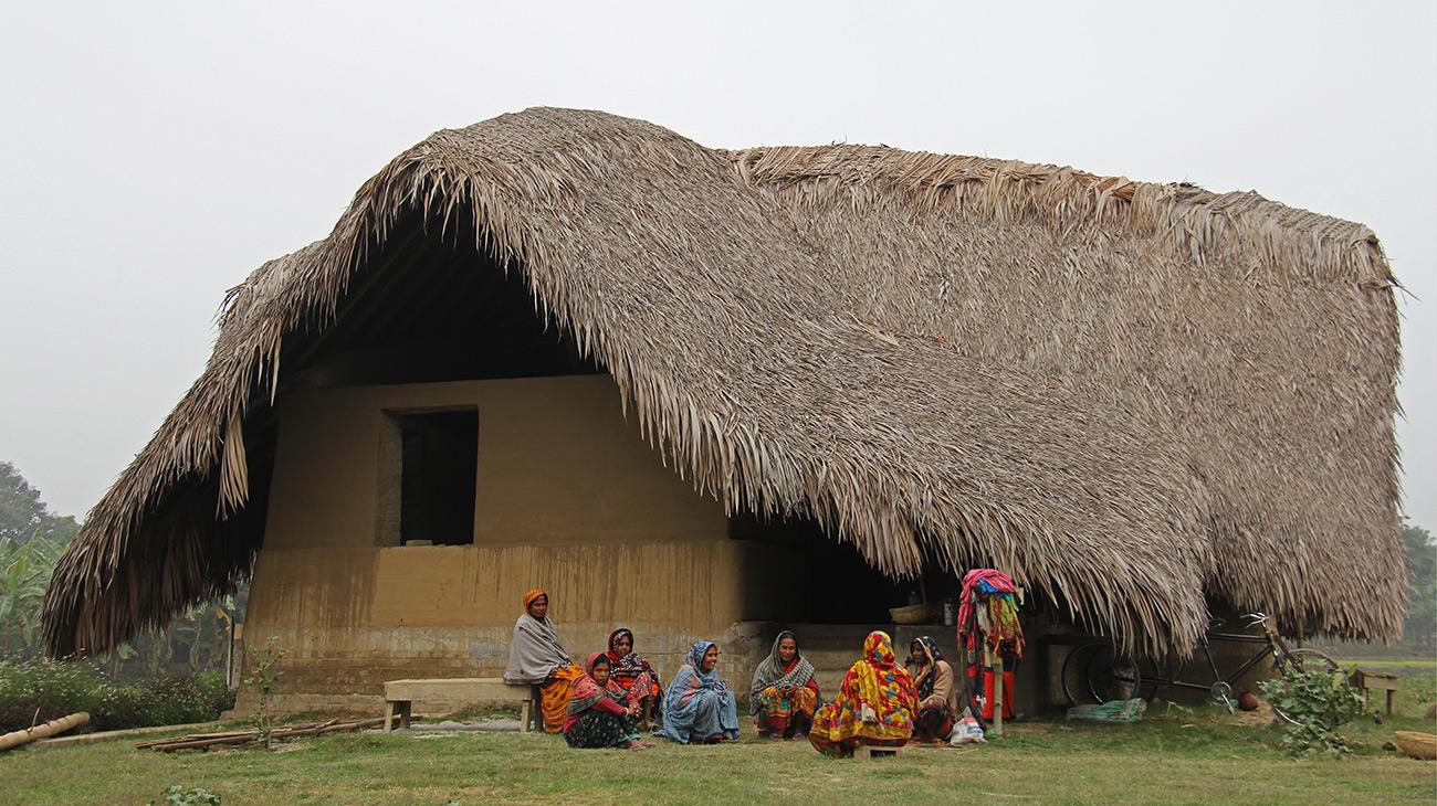 Uma das casas feitas de barro para o resort ecológico de Panigram, no maior mangue aéreo do mundo, localizado em Bangladesh.