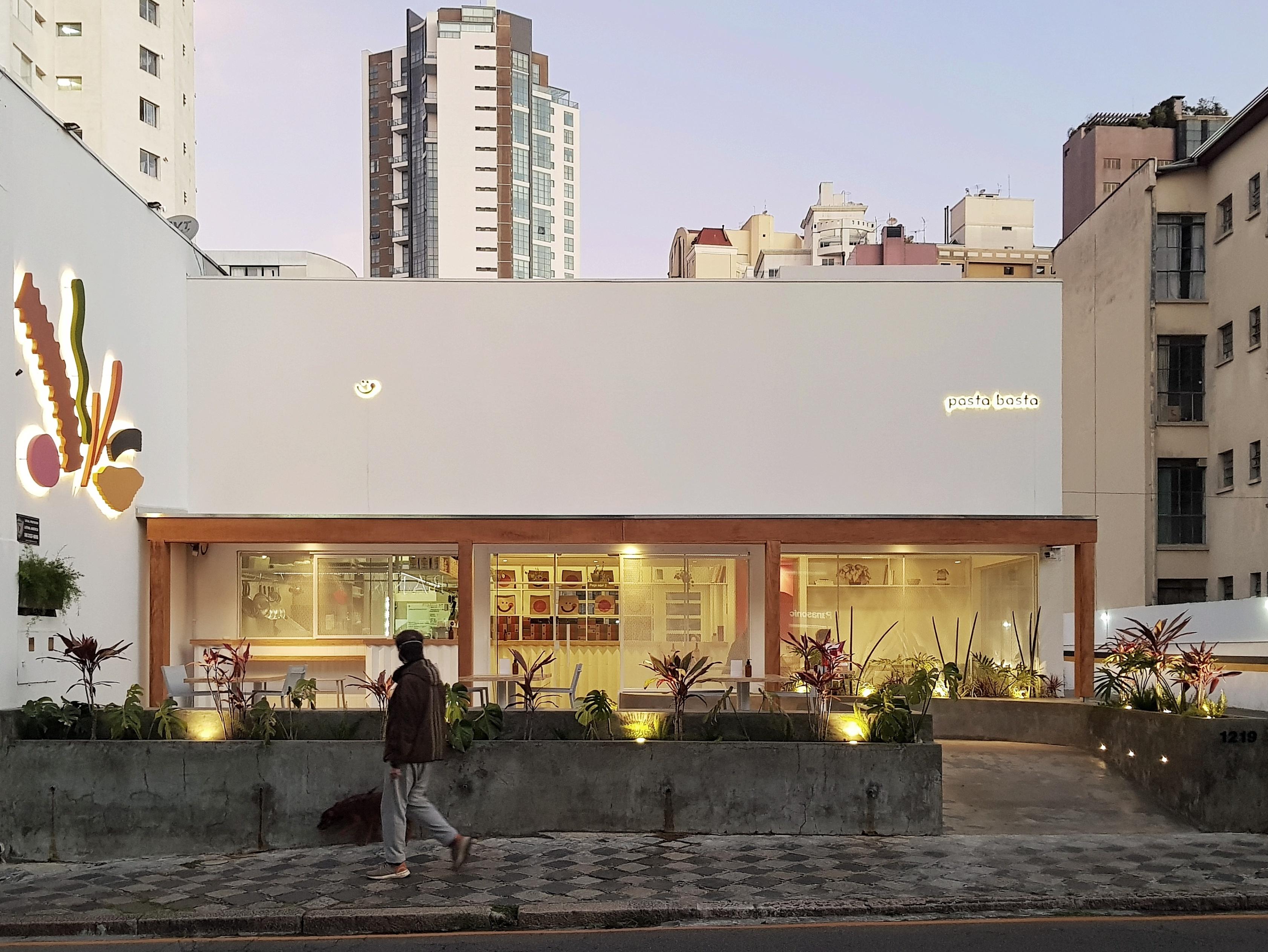 A fachada da Pasta Basta, no centro de Curitiba.