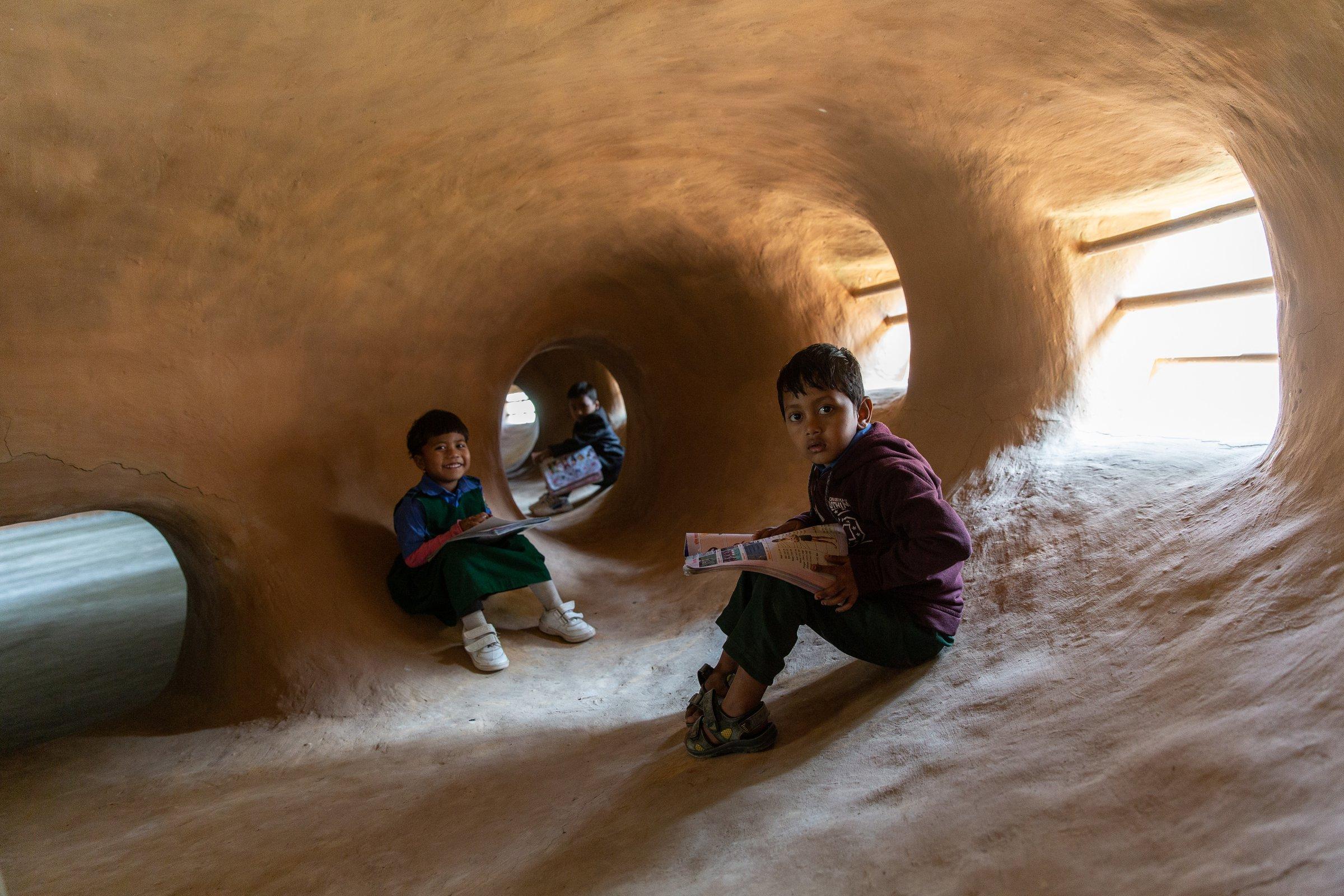 Formas do edifício são um estímulo ao desenvolvimento psicomotor das crianças atendidas pelo centro.