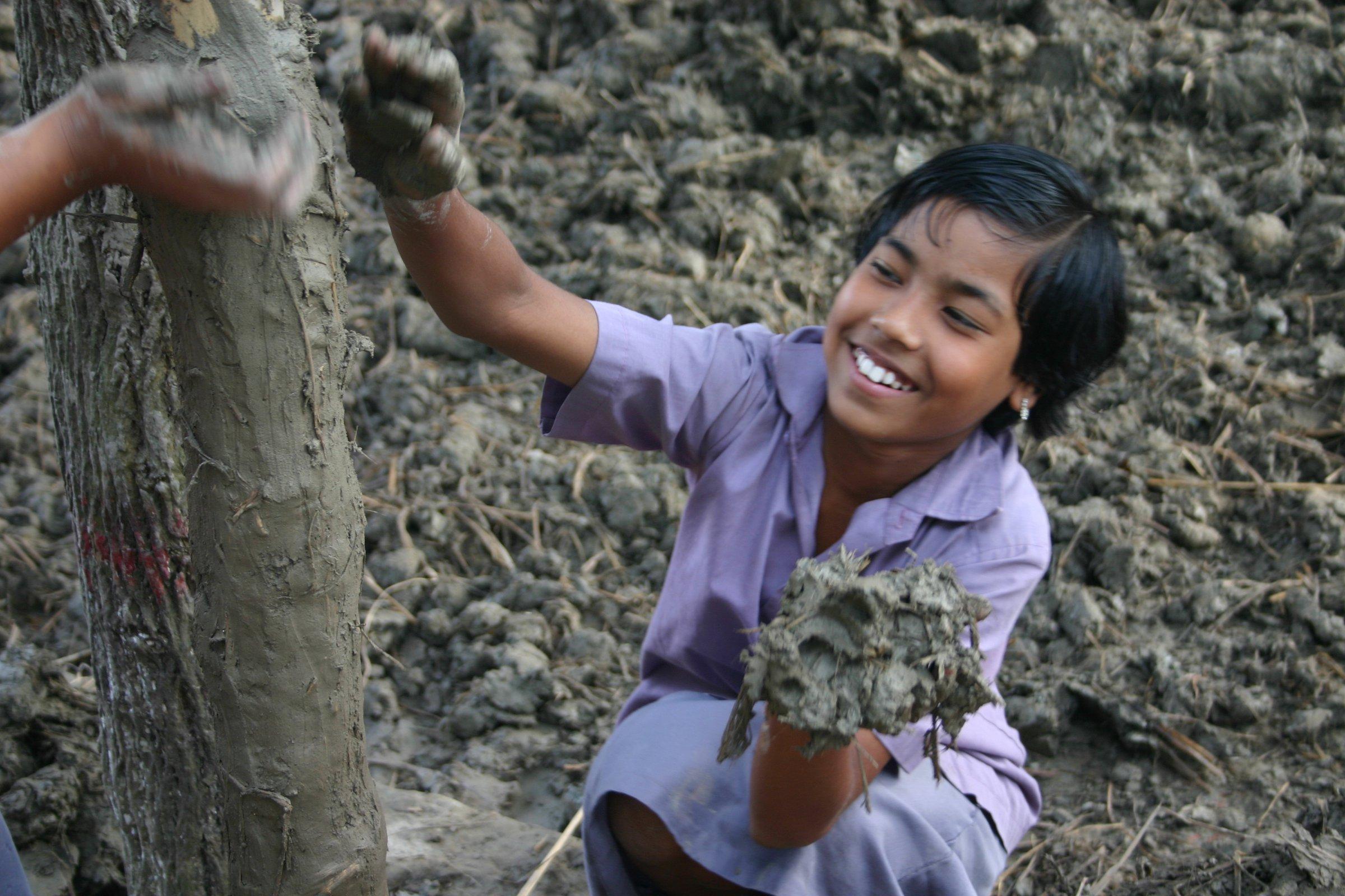 Pessoas da comunidade local participaram da obra de construção da escola.