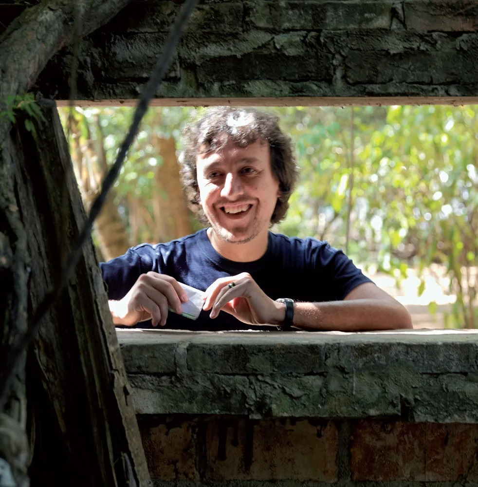 Solano Benitez é conhecido por seu amplo trabalho experimental com tijolos.
