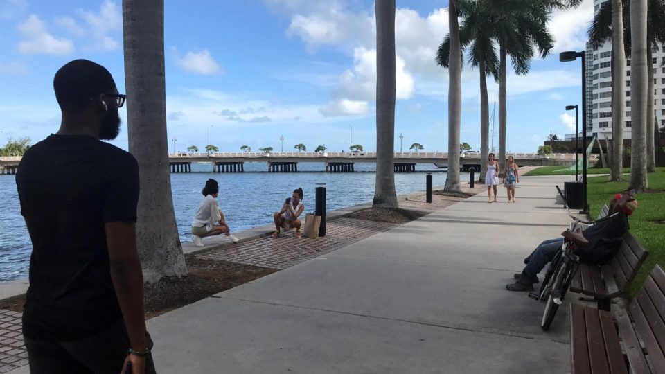 Aumento nos casos de Covid-19 na Flórida gera apelo por estado de emergência