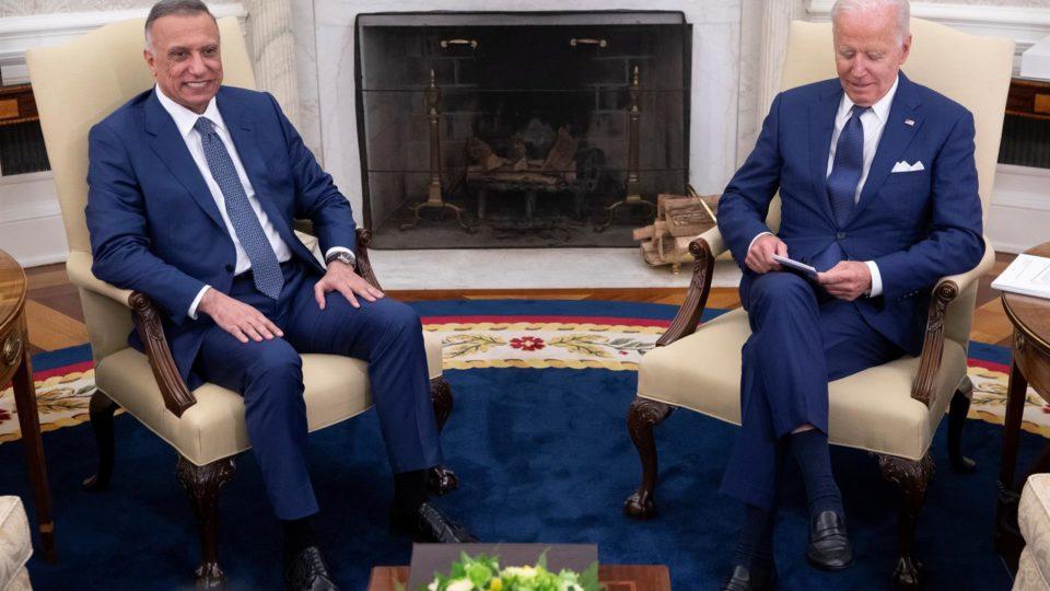 O presidente dos EUA, Joe Biden, encontra-se com Mustafa Al-Kadhimi, o primeiro-ministro do Iraque, no Salão Oval da Casa Branca em Washington, DC, EUA, em 26 de julho de 2021