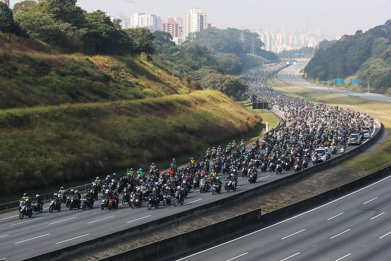 """Milhares de seguidores acompanham o presidente na motociata """"Acelera para Jesus"""", em São Paulo - Isac Nobre/PR"""
