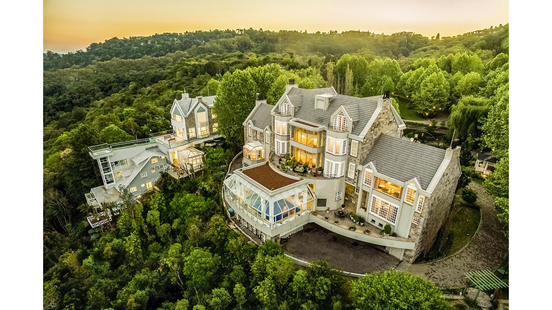 Castelo Saint Andrews fica localizado no meio das montanhas, com visão para o Vale do Quilombo