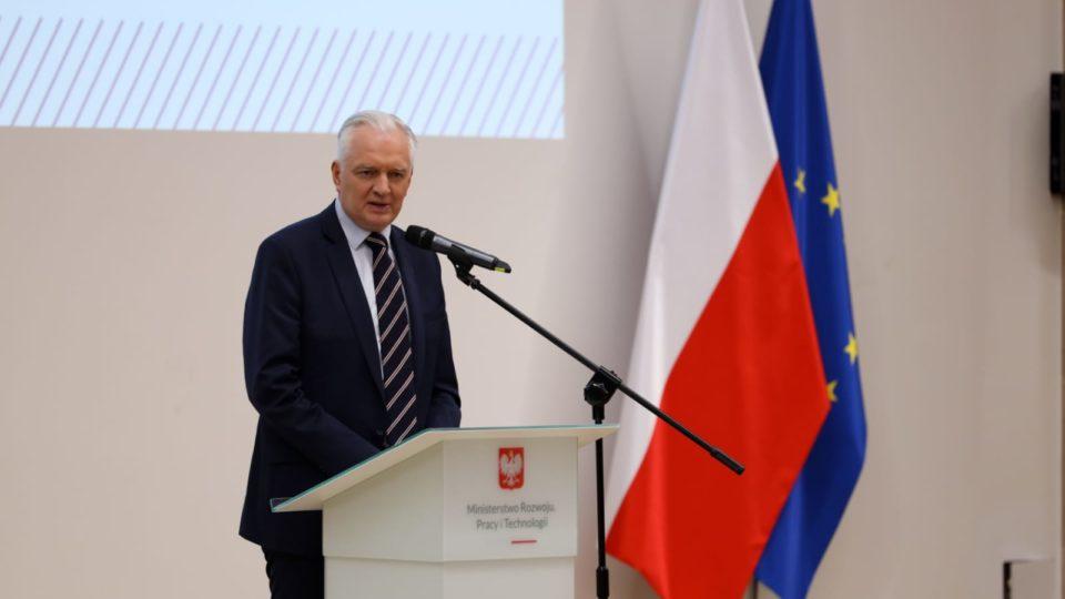 Jaroslaw Gowin, líder de um dos três partidos do governo Polônia, foi demitido pelo primeiro-ministro, Mateusz Morawiecki