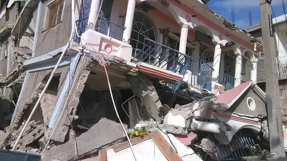 Forte terremoto deixa mortos e feridos no Haiti