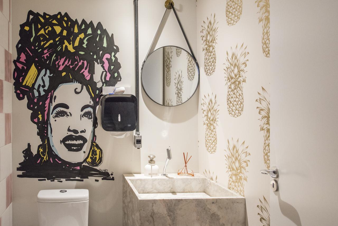 Toilet homenageia Carmen Miranda, com arte de Nuno Skor.