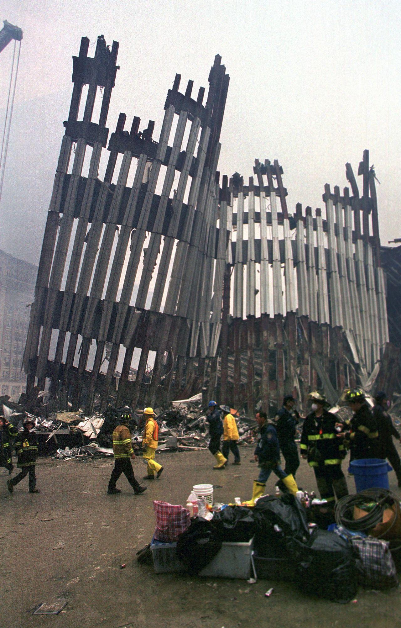 Escombros do World Trade Center, New York City, N.Y., 14 de setembro de 2001   Foto: Força Aérea dos EUA