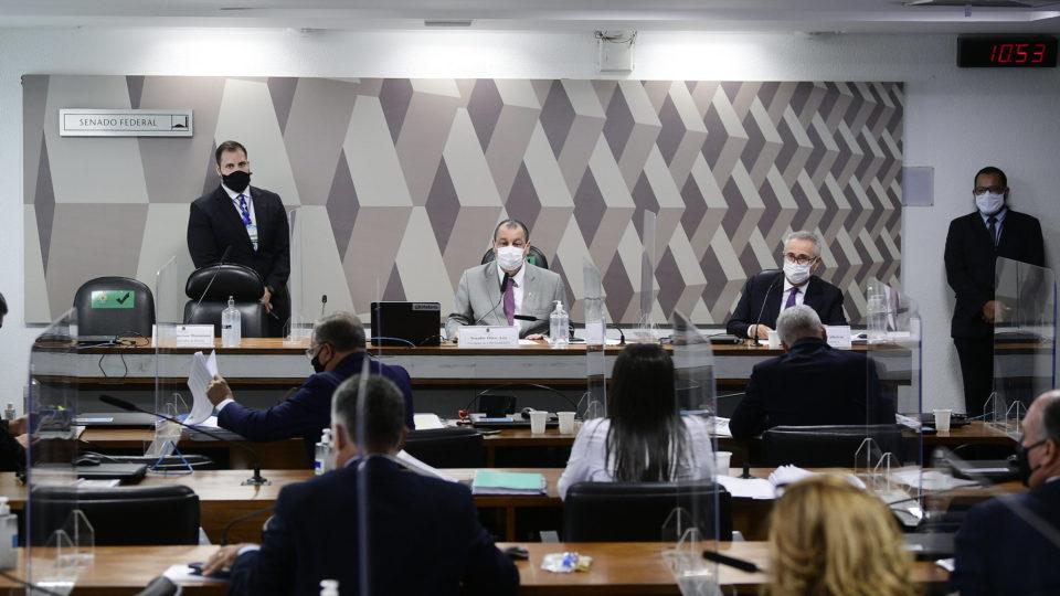 Relatório de juristas para CPI aponta crime de responsabilidade de Bolsonaro