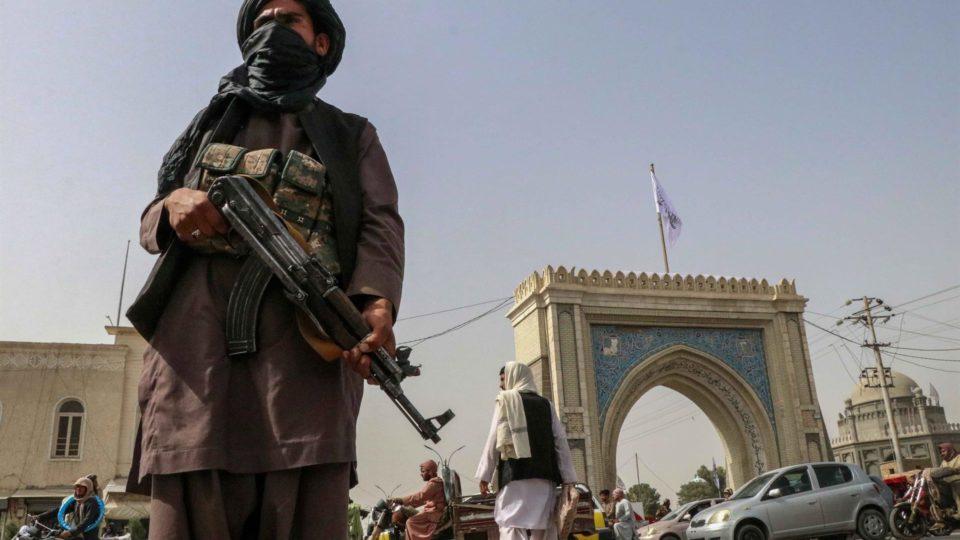 Patrulhas de milícia do talibã em Kandahar, Afeganistão, 17 de Agosto de 2021. Imagem ilustrativa.