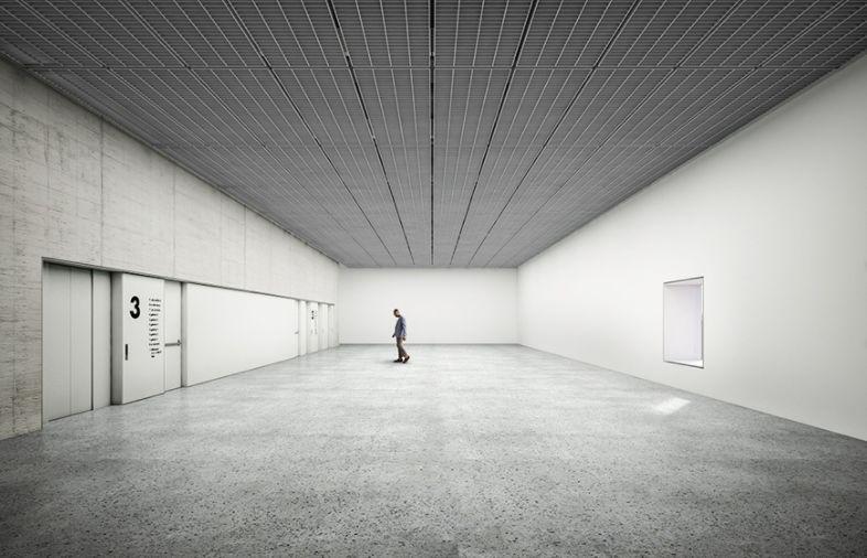 Pé-direito duplo e planta livre permitem diferentes composições para as salas expositivas.