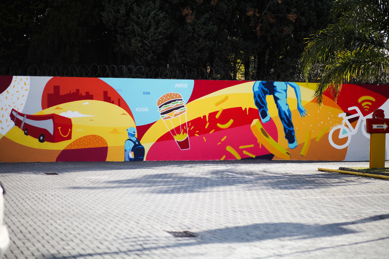 Grafite de Deleon Ribeiro no restaurante da marca em Curitiba.