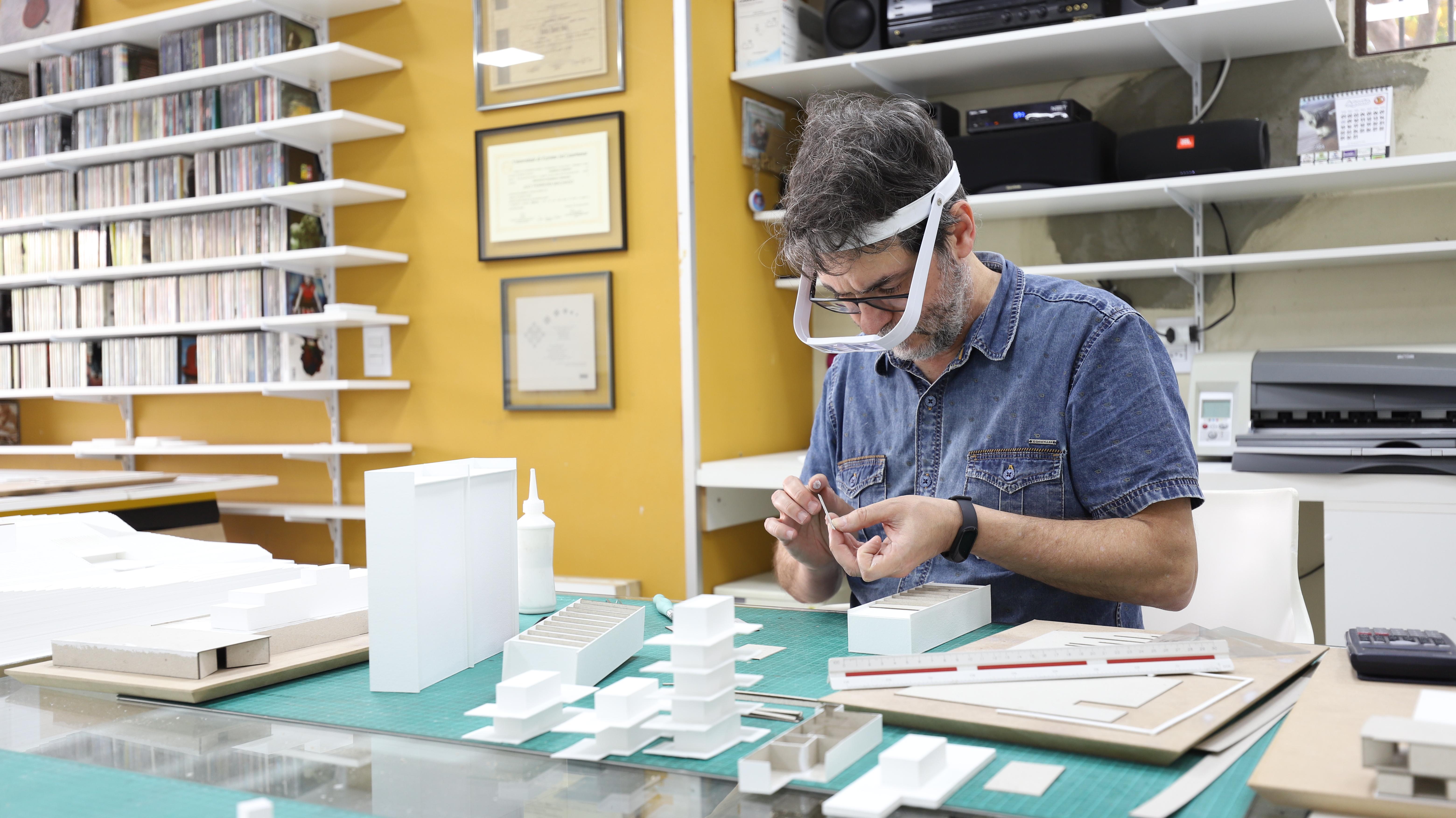 Carlos Alberto Silva assina as 40 maquetes em exposição.