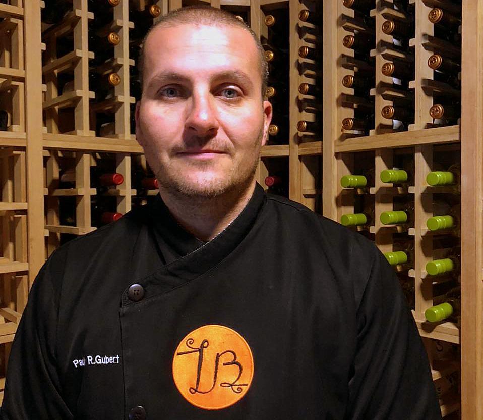 Paulo Gubert, ex-chef e proprietário do Lobert Bistrô, agora está no comando da cozinha da Zahil.
