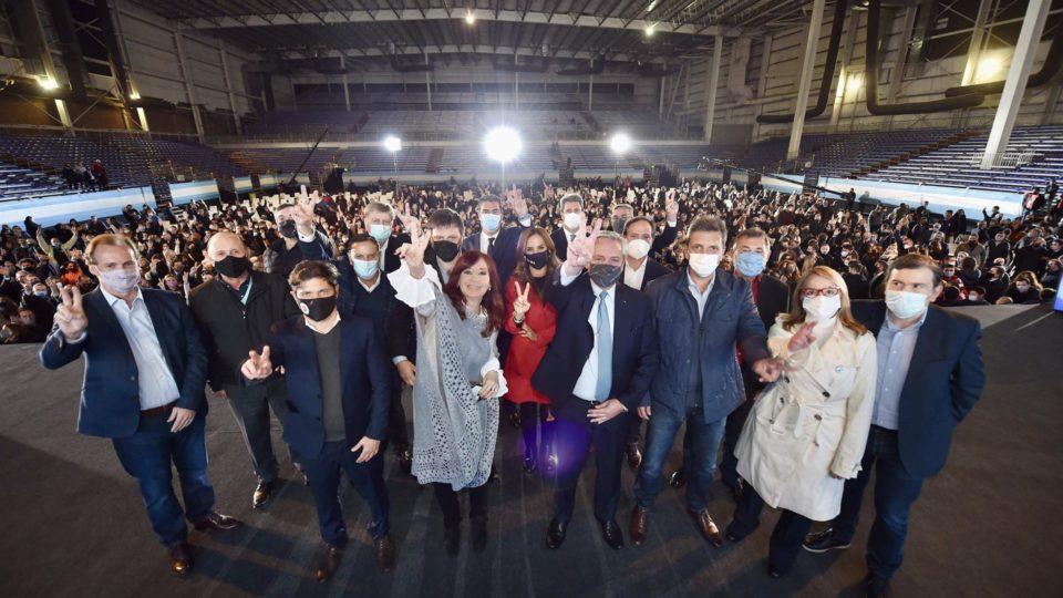 Presidente da Argentina, Alberto Fernández, e a vice-presidente, Cristina Kirchner, junto com outras altas autoridades nacionais e provinciais em Buenos Aires em campanha pelas Primárias do Legislativo.
