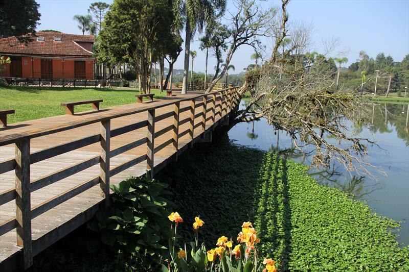 Trilhas do parque são atravessadas por pontes.