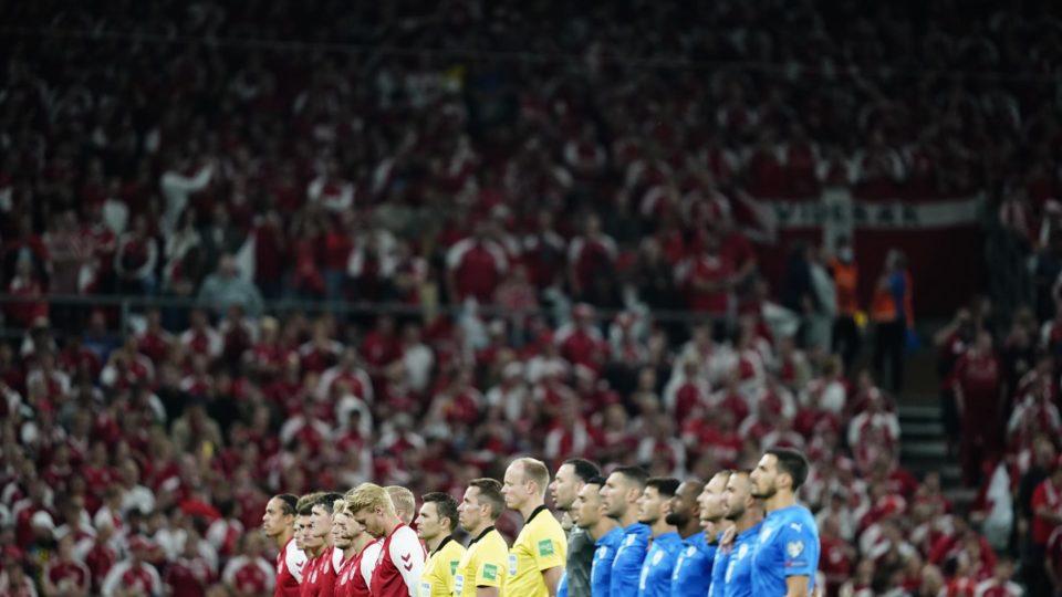 Estádio lotado em Copenhague, na semana passada, antes de jogo da seleção local contra Israel pelas Eliminatórias da Copa