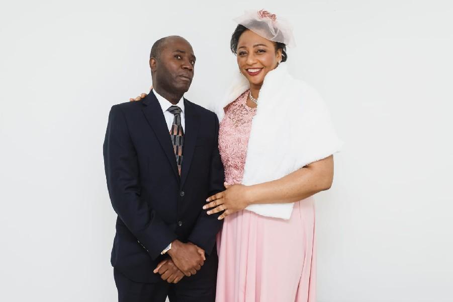 Laurette com o marido, Louinel Louis, no dia de seu casamento